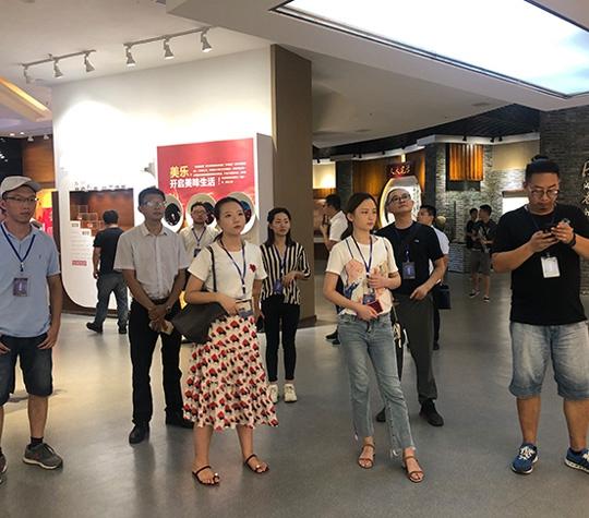 川渝网络名人齐聚bwinapp  开启寻味地方美食之旅