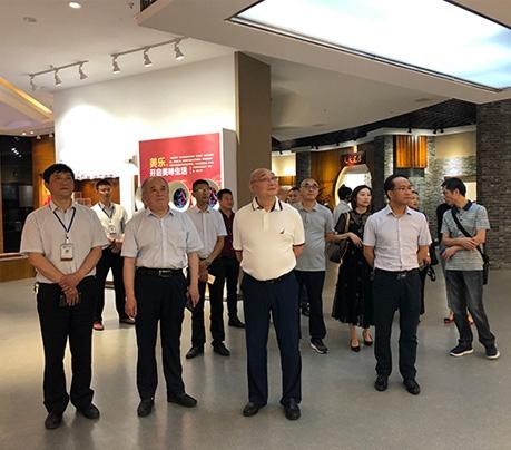 省内行业专家及四川轻化工大学教授一行到远达乐虎国际手机客户端App公司调研